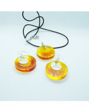 Amber coloured marble effect pendant and earrings set